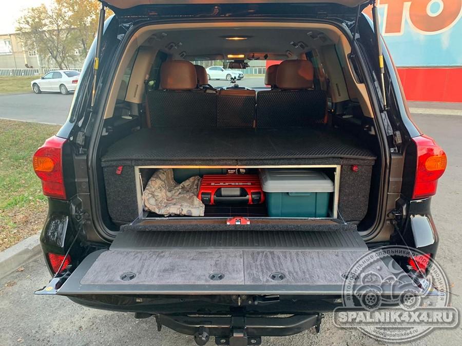 Автомобильный спальник без выдвижных ящиков для ТЛК 200 после получения в транспортной компании и самостоятельной установки