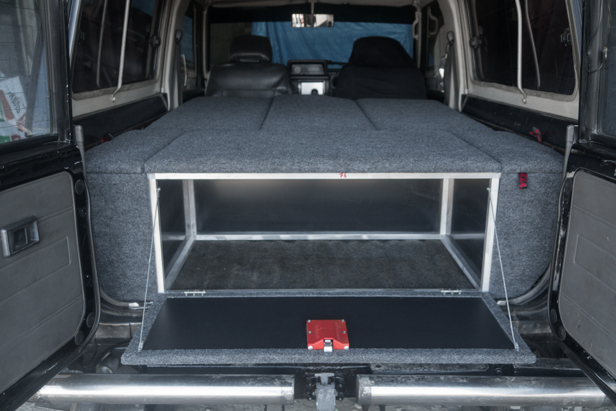 Автомобильный спальник для трехдверного ТЛК 76 с сохранением двух рядов сидений
