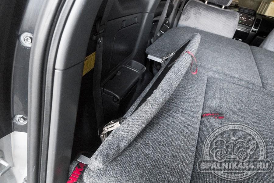 Нестандартный автомобильный спальник с размещенной в корпусе запаской для Прадо 120