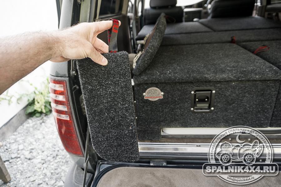 Авто спальник для Тойота Ленд Крузер 80 с интегрированным туристическим столом