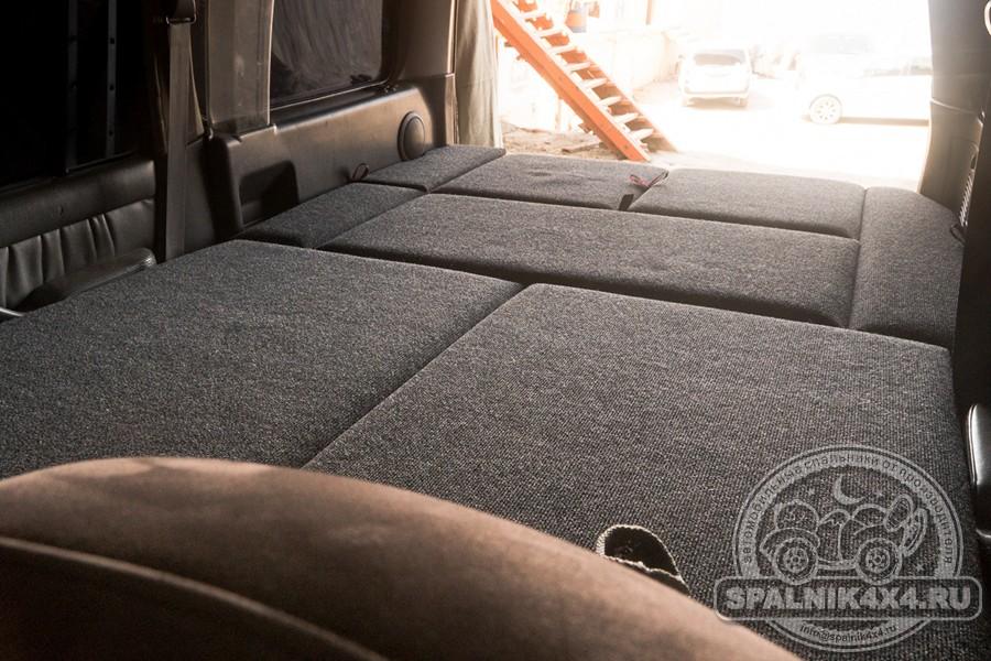 Автомобильный спальник для Тойота Ленд Крузер 100 с интегрированным столом и накладкой на заднюю откидную дверь