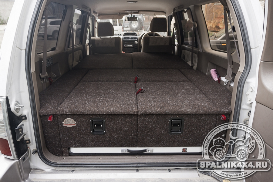 Автомобильный спальник для Тойота Прадо 95 с интегрированным раскладным столом
