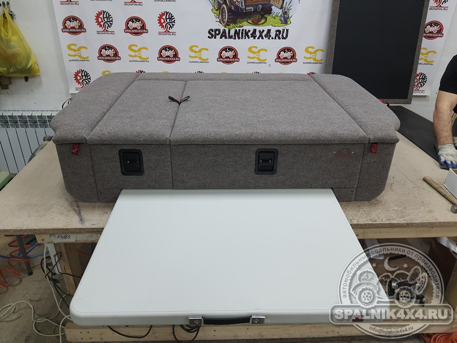 Автоспальник с ящиками разной ширины, увеличенного объёма и интегрированным столом для ТЛК 105