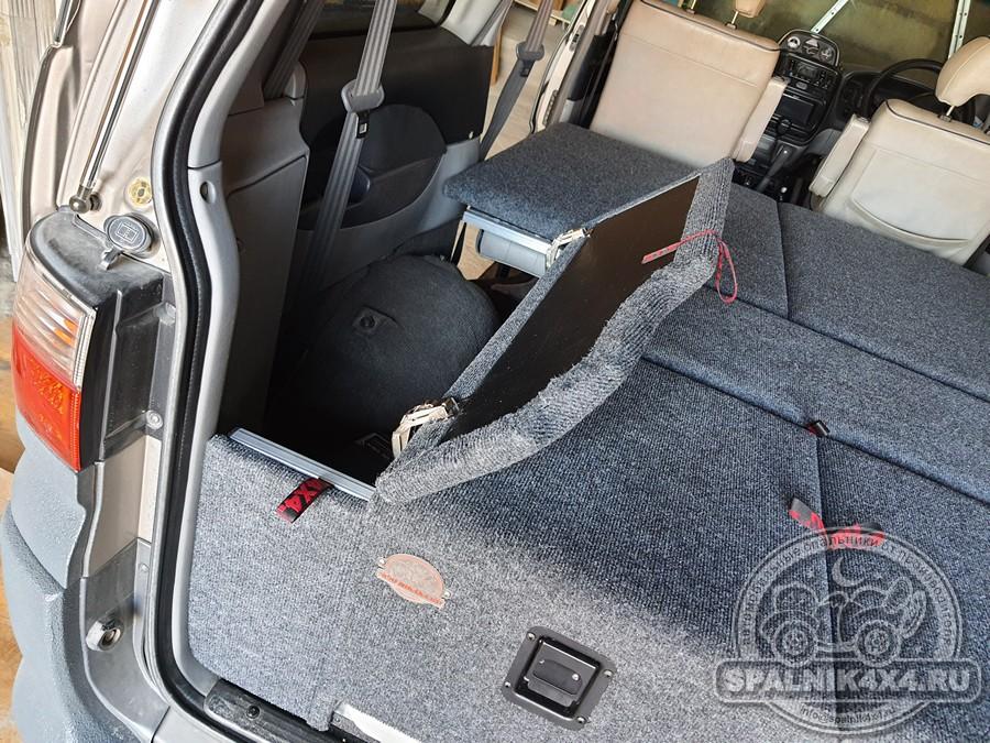 MMC Delica - автомобильный спальник с интегрированным раскладным столом